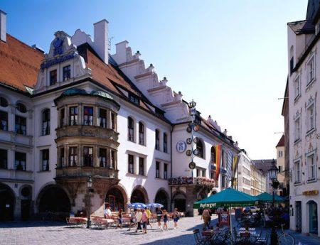 #MonacodiBaviera : #HOFBRÄUHAUS MÜNCHEN e i costumi tipici della tradizione