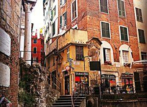 """I """"caruggi"""", i vicoli di #Genova"""