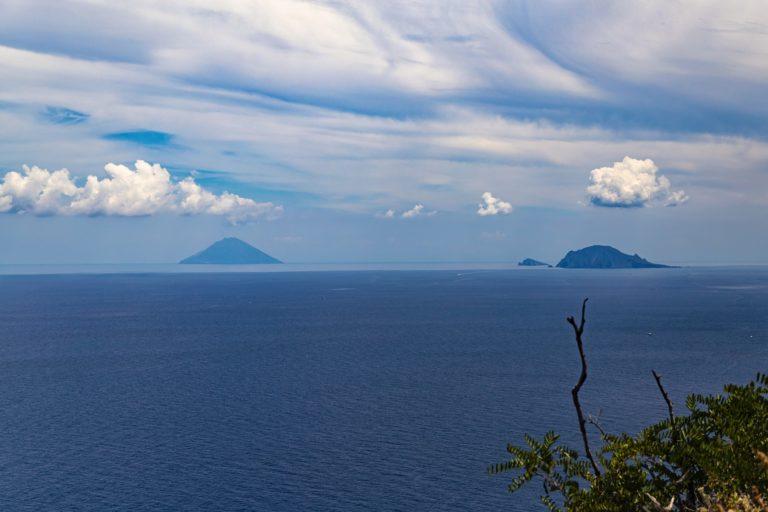 Isole Eolie: il leggendario tour tra miti e leggende ...